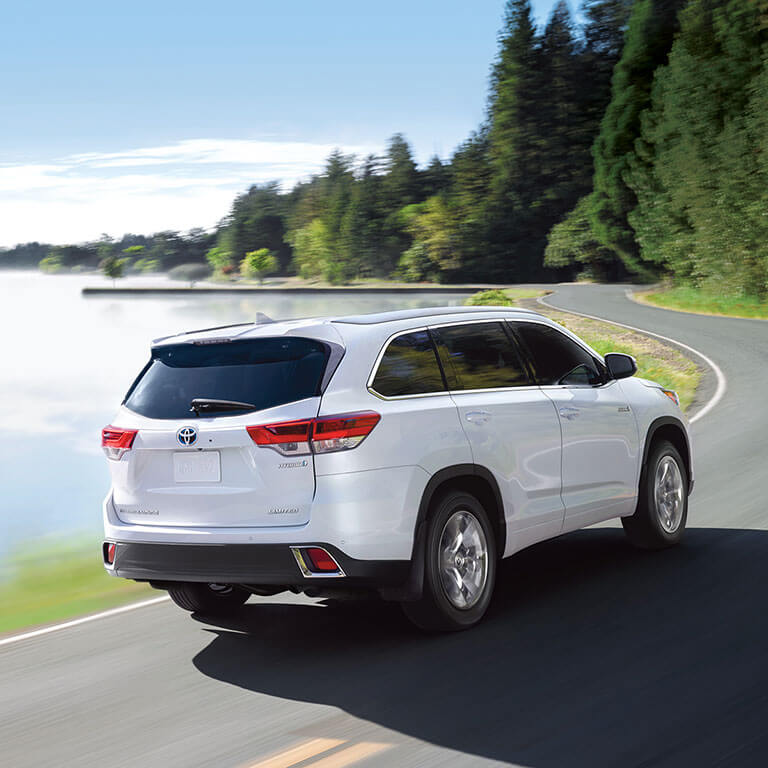 Photo showing exterior of the 2019 Toyota Highlander at Heninger Toyota